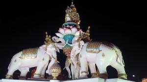 Elefantes en la esquina del Palacio - Bangkok