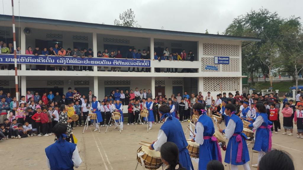 Percusión Koreana en el colegio en Luang Prabang