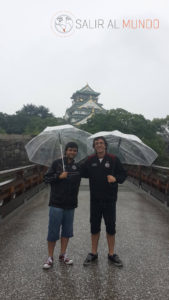Bajo la lluvia en el Castillo de Osaka